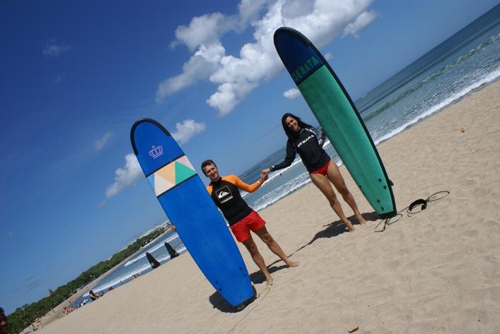 bali-adasi-balayi-kuta-surf-board