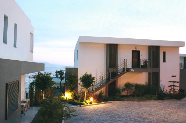 D rt g nl k bir a k bodrum apart houses menengi evleri for Use terrace in a sentence